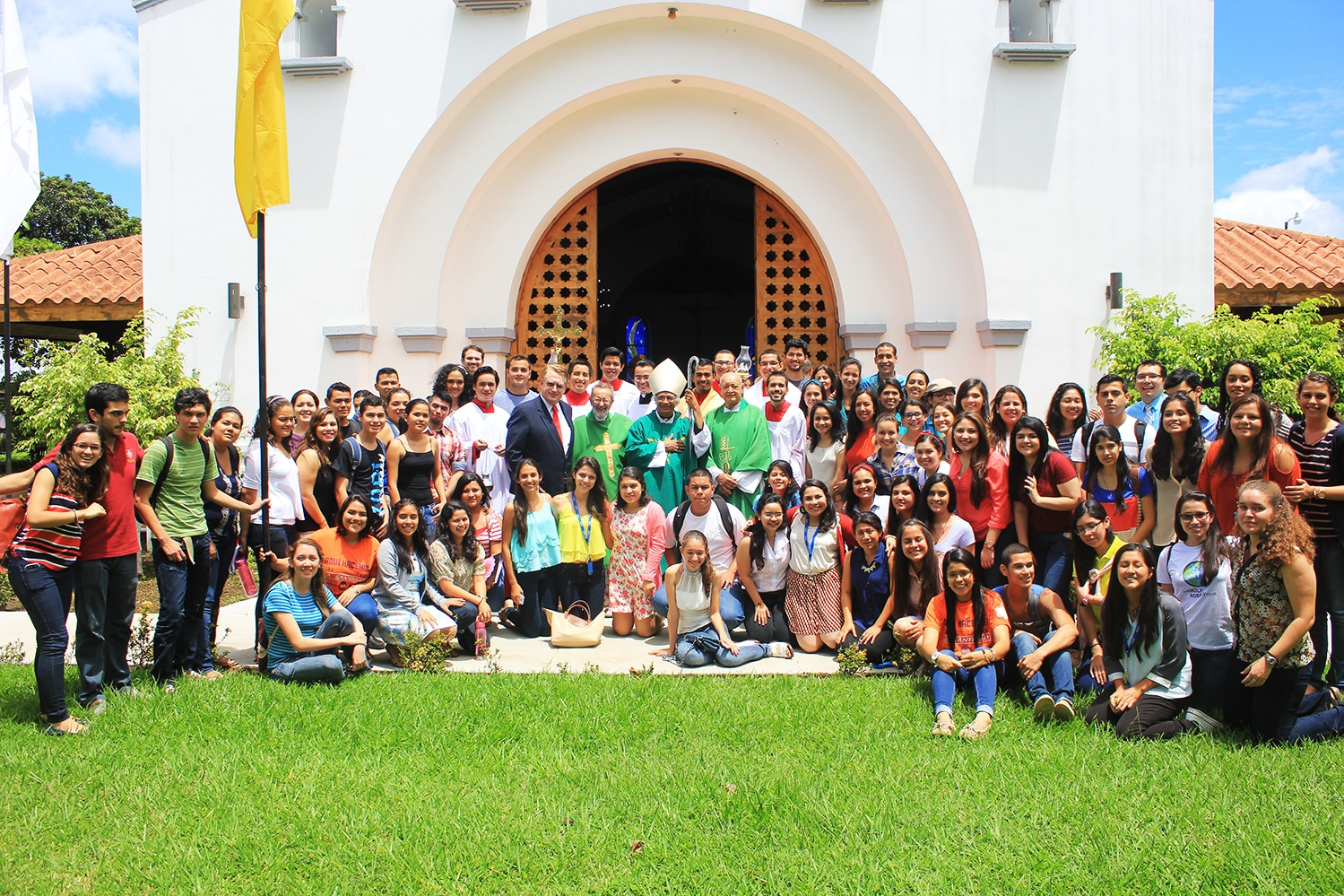Cardinal Brenes Visits the Nicaragua Campus
