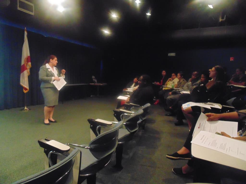 ft  lauderdale hosts a resume writing expert for their