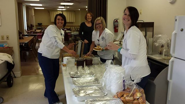 Lakeland Nursing Students Volunteer at the Holidays