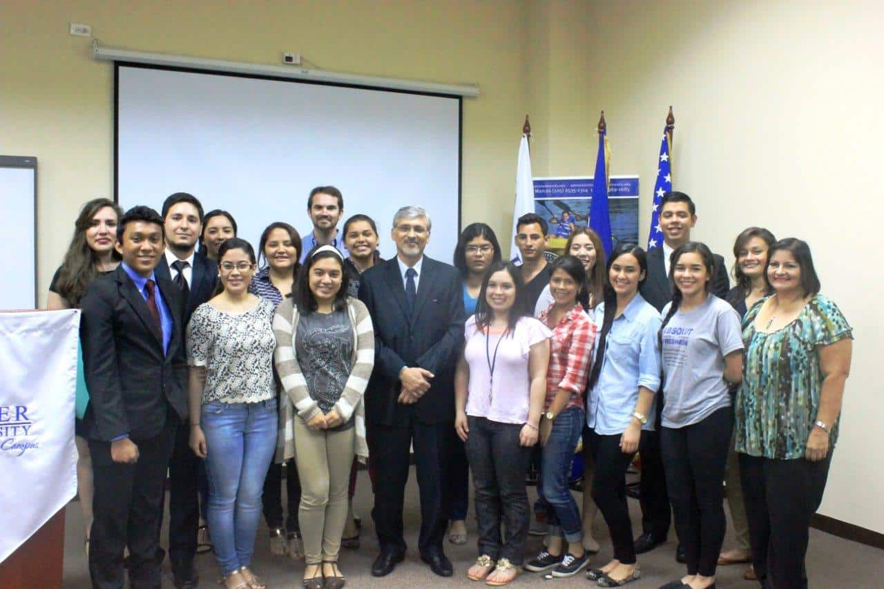 The Latin American Campus Hosted the Salvadorean Ambassador to Nicaragua