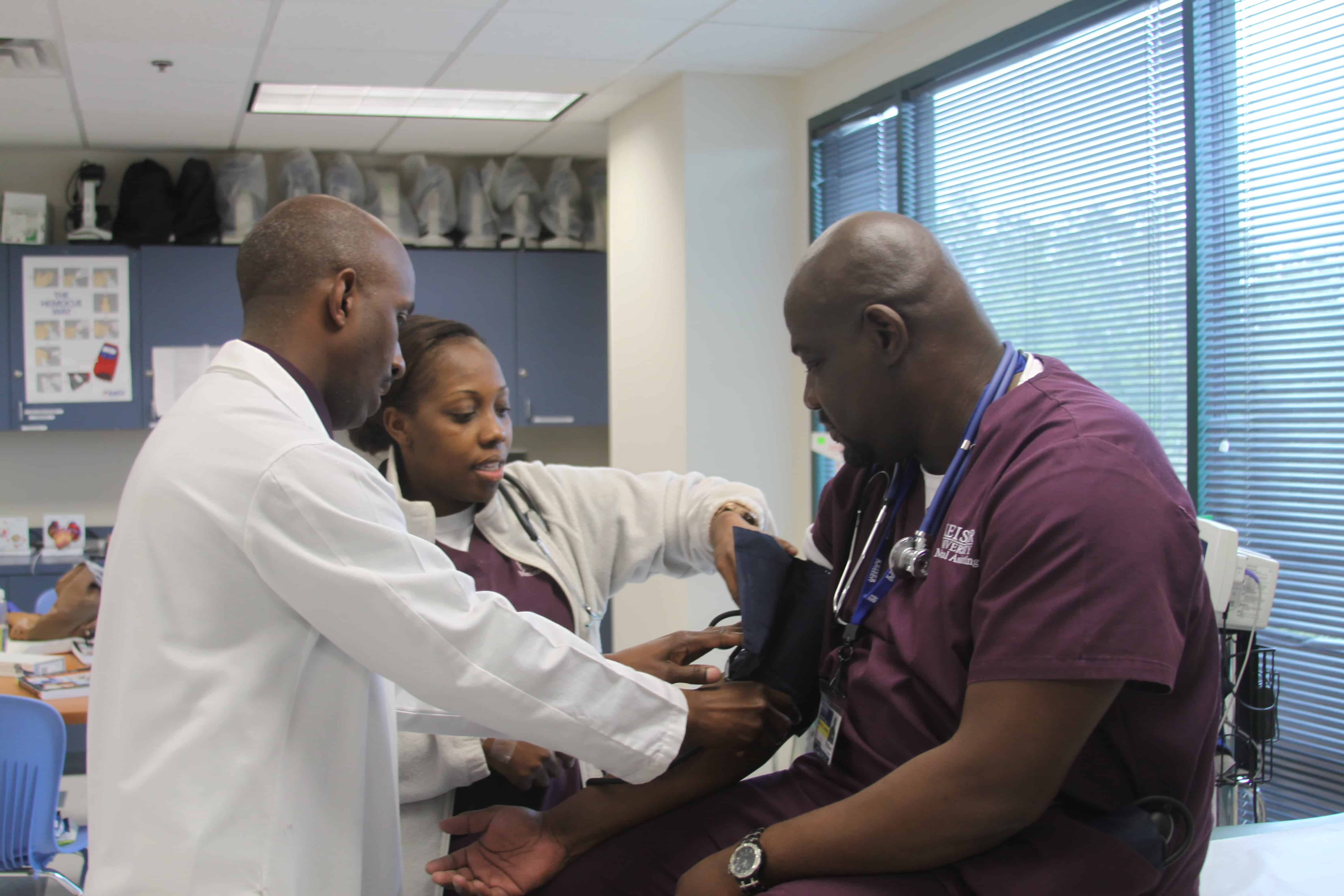 Medical Assistant Students in Jacksonville Learn New Skills