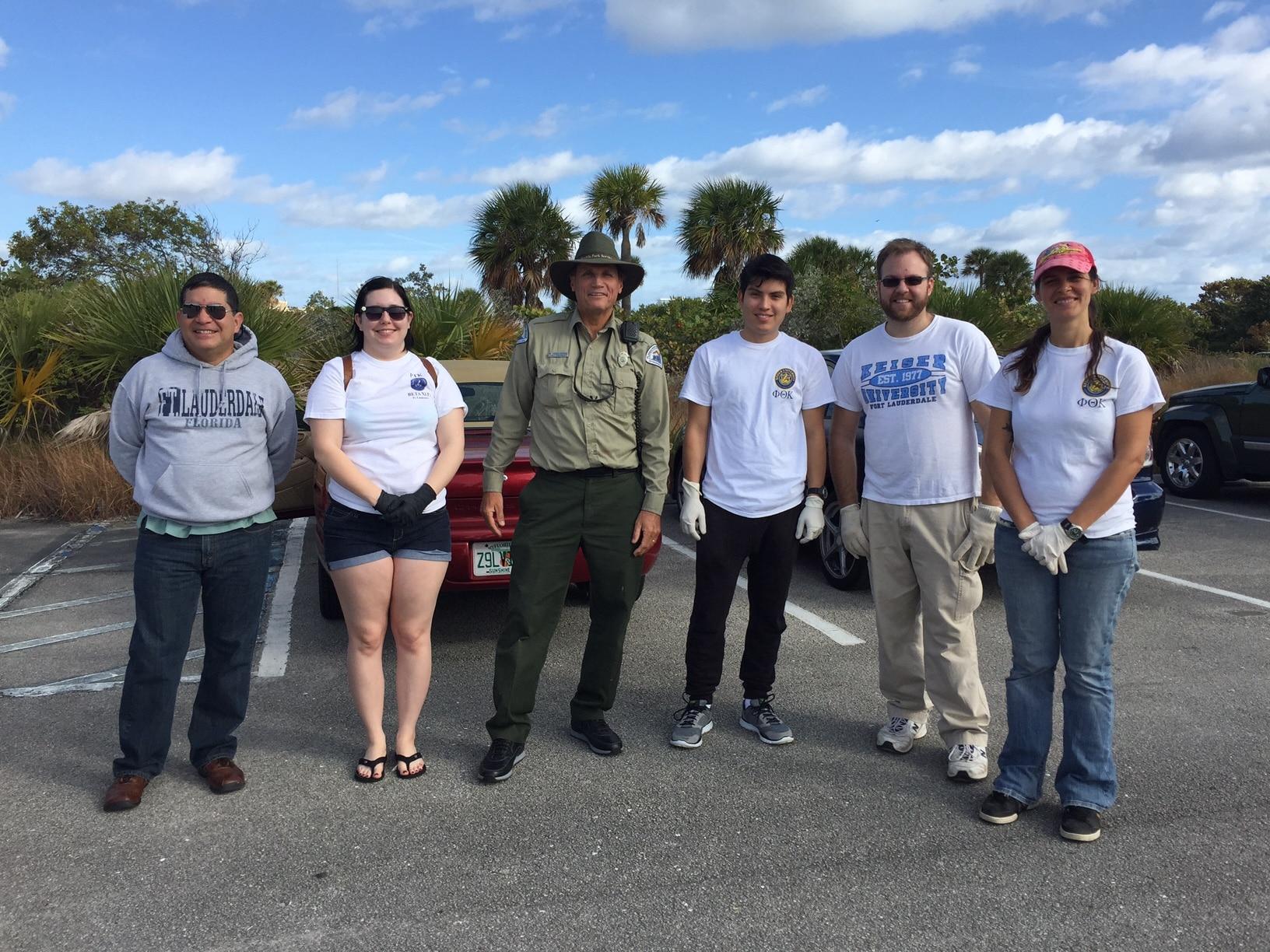 Ft. Lauderdale Phi Theta Kapa Members Participate in a Beach Clean-up