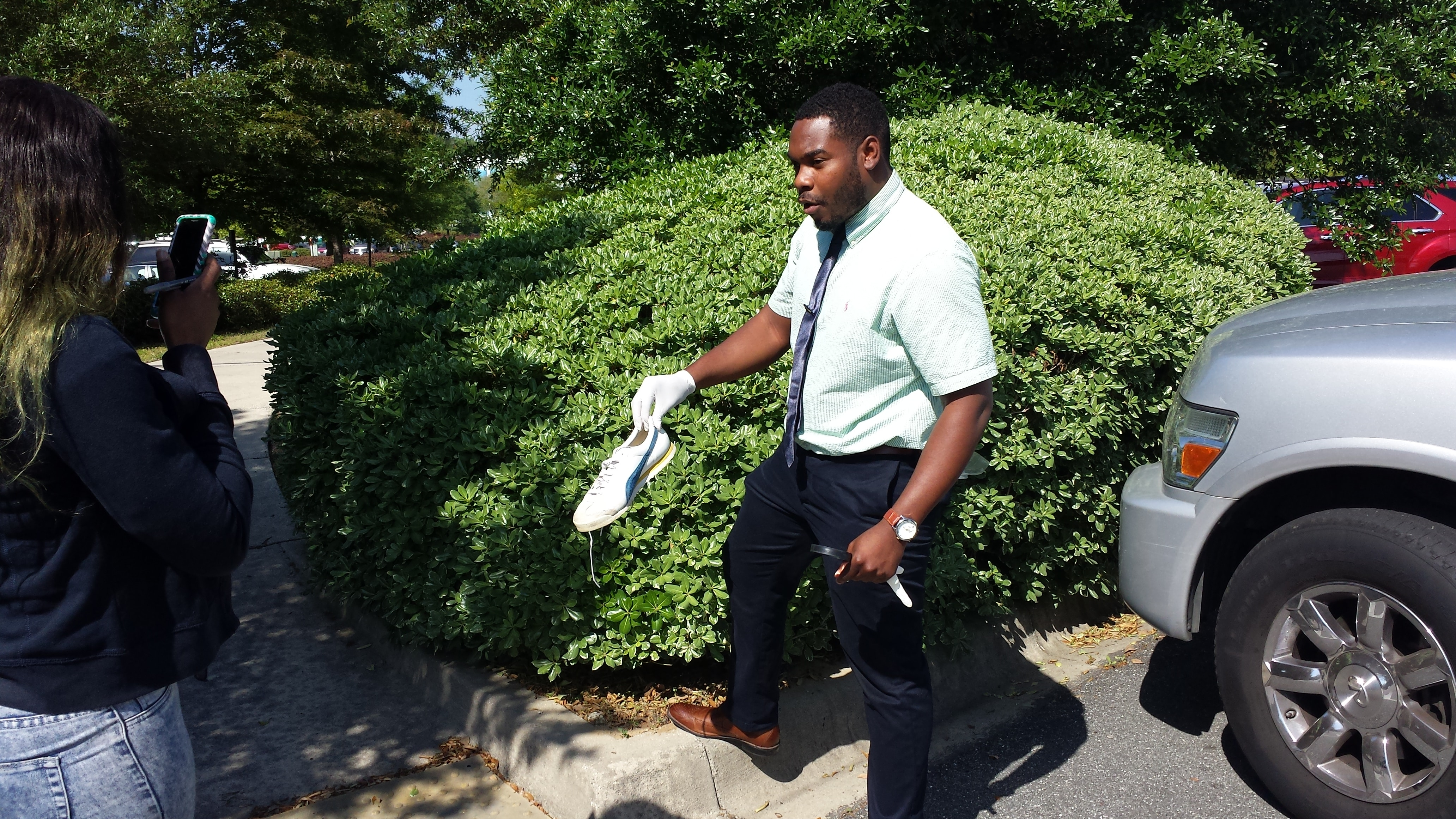 Tallahassee Students Examine a Mock Crime Scene