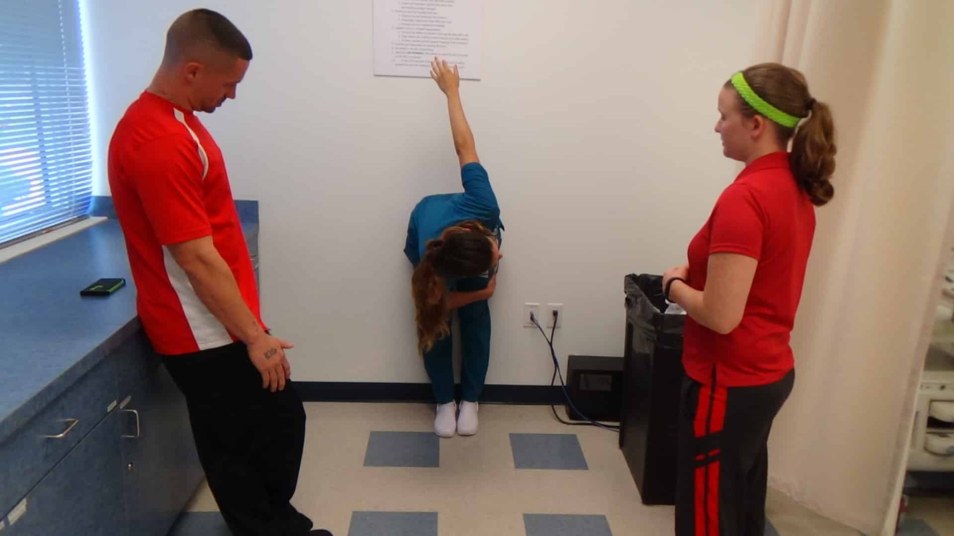 Fort Myers Sports Medicine & Fitness Technology Students Assist DMS Students in Ergonomics