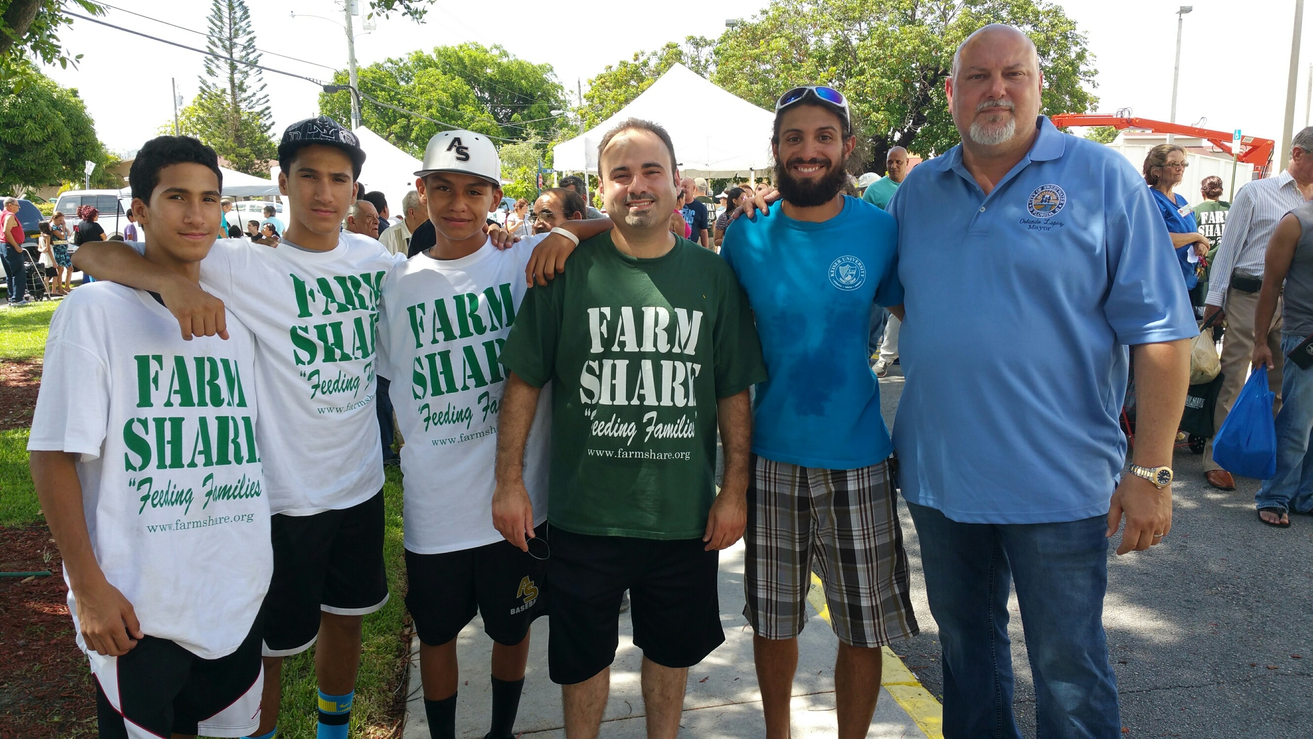 Miami Students Participate in Farm Share
