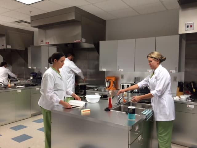 Dietetic and Nutrition Students in Port St. Lucie Learn Fundamentals of Food
