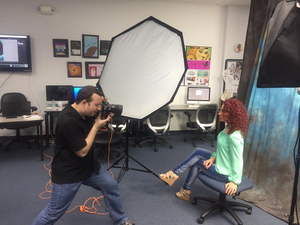 Graphics Graduate Comes Back to the Lakeland Campus to Lead a Photography Workshop