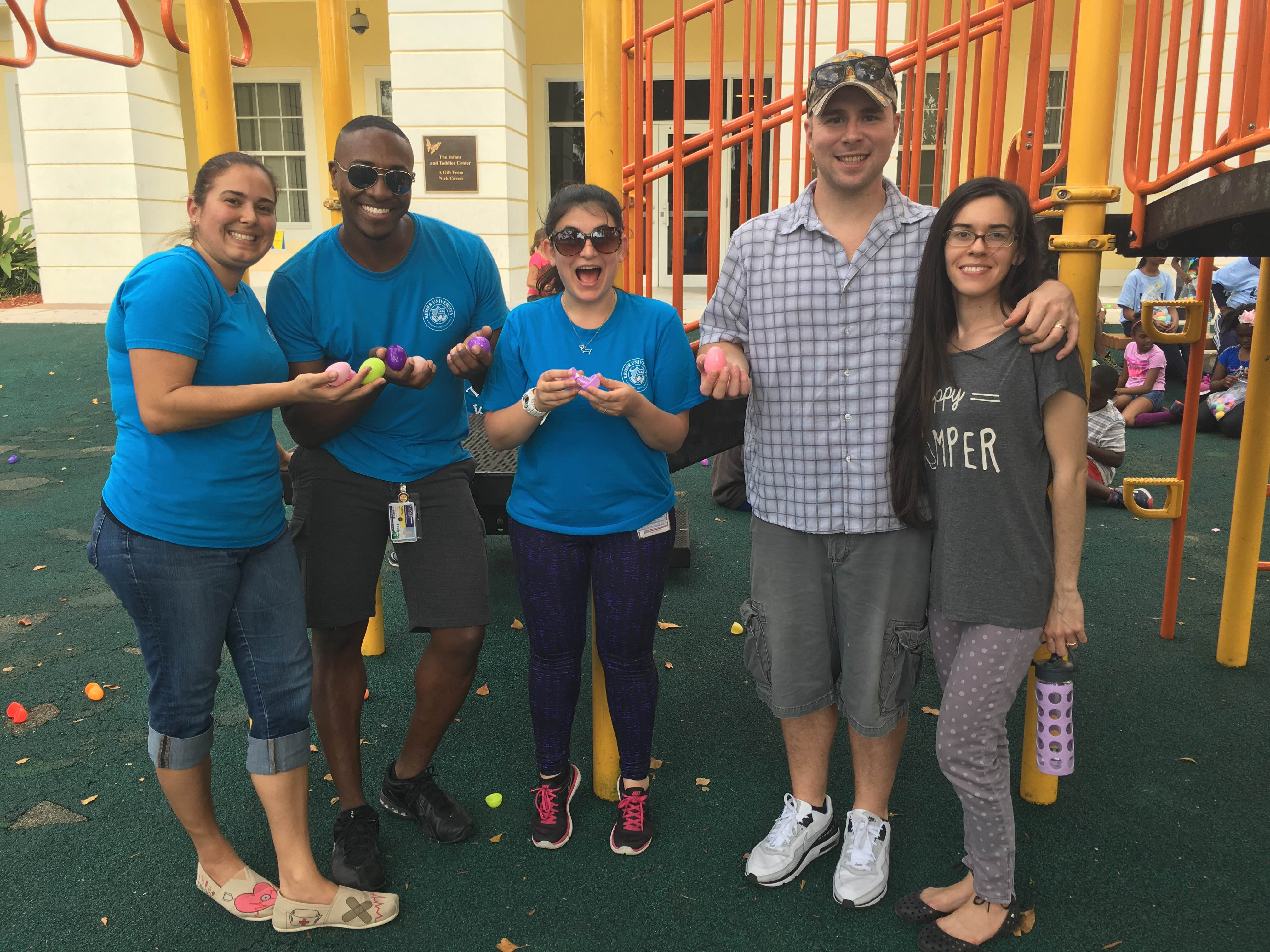 Ft. Lauderdale Students Volunteer Time with Kids in Distress