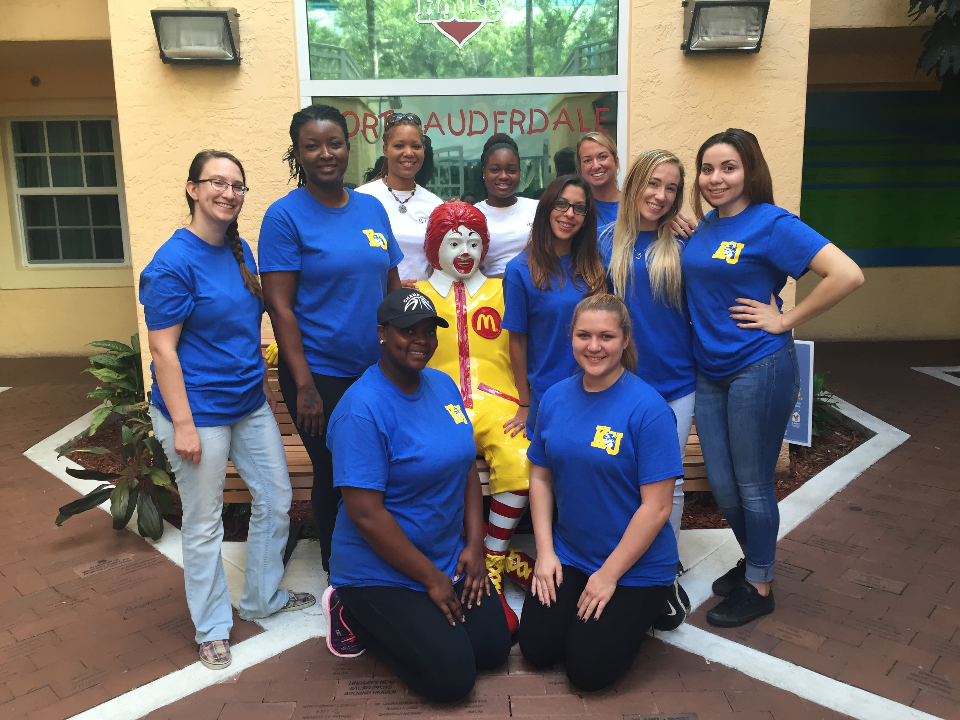 Ft. Lauderdale Students Volunteer at Ronald McDonald House