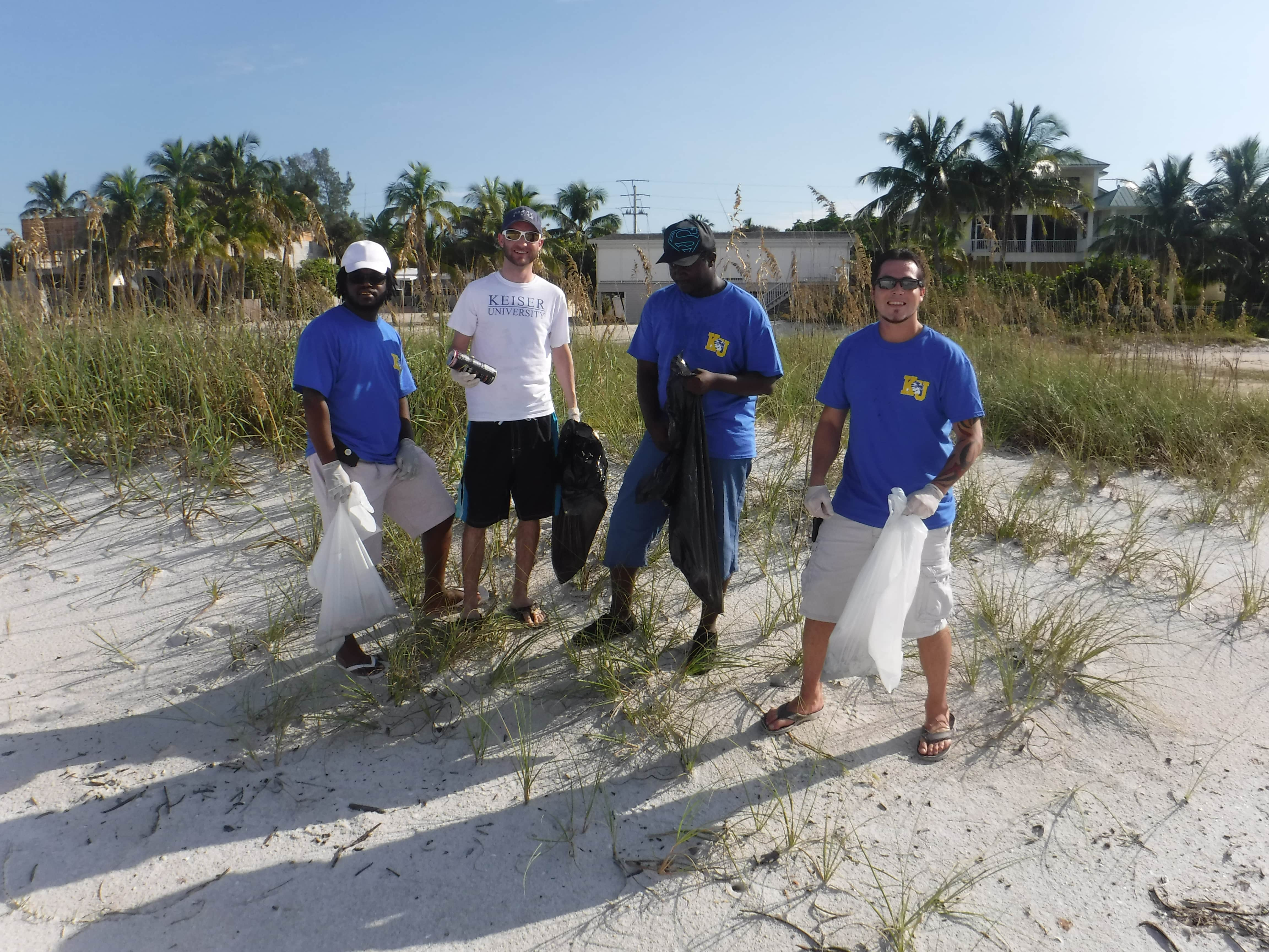 Fort Myers Student Government Association Cleans Up Fort Myers Beach