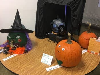 pumpkin decorating Oct. 2016 (2)