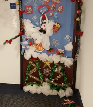 christmas-dec-2016-door-decorating