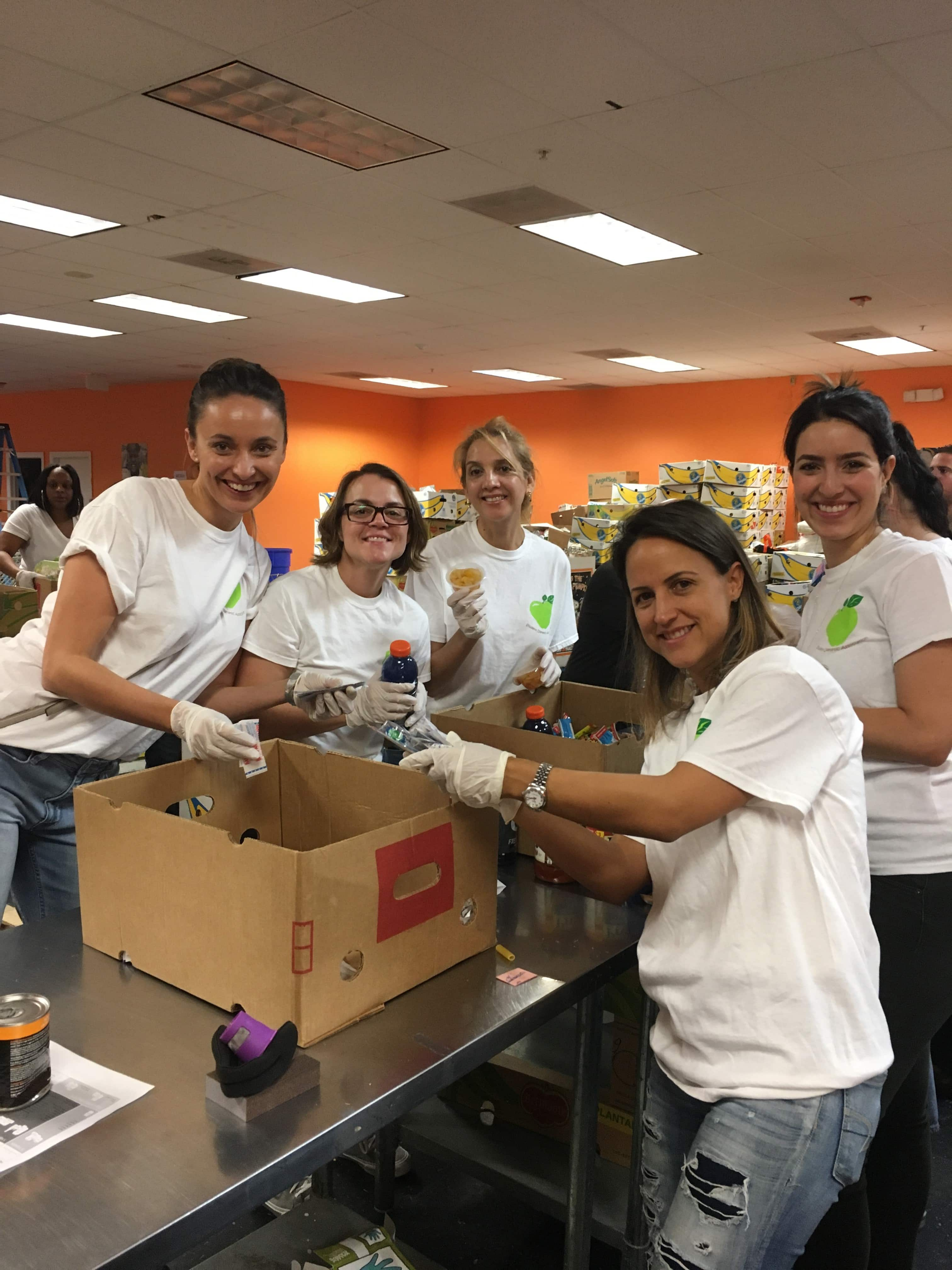 Dietetic & Nutrition Students at the Pembroke Pines Campus Volunteer with Feeding South Florida